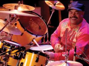 Dennis Chambers : Modern Drummer