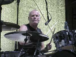 Martin Chambers : Modern Drummer