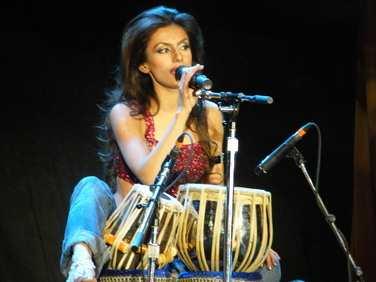 """TablaGirl"" Tina Sugandh : Modern Drummer"
