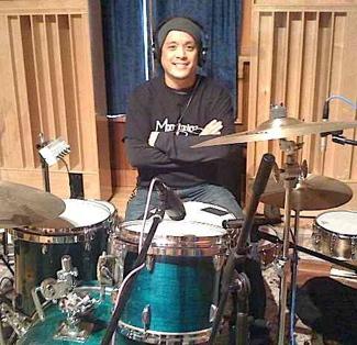 Alexis Razon of Vinyl : Modern Drummer