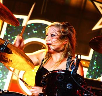 Jen Ledger of Skillet : Modern Drummer