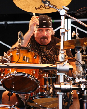 Dave McAfee with Toby Keith : Modern Drummer