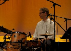 Watch the video preview of John Riley at the Modern Drummer Festival 2011.