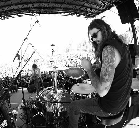 Scott Batiste of Saviours : Modern Drummer