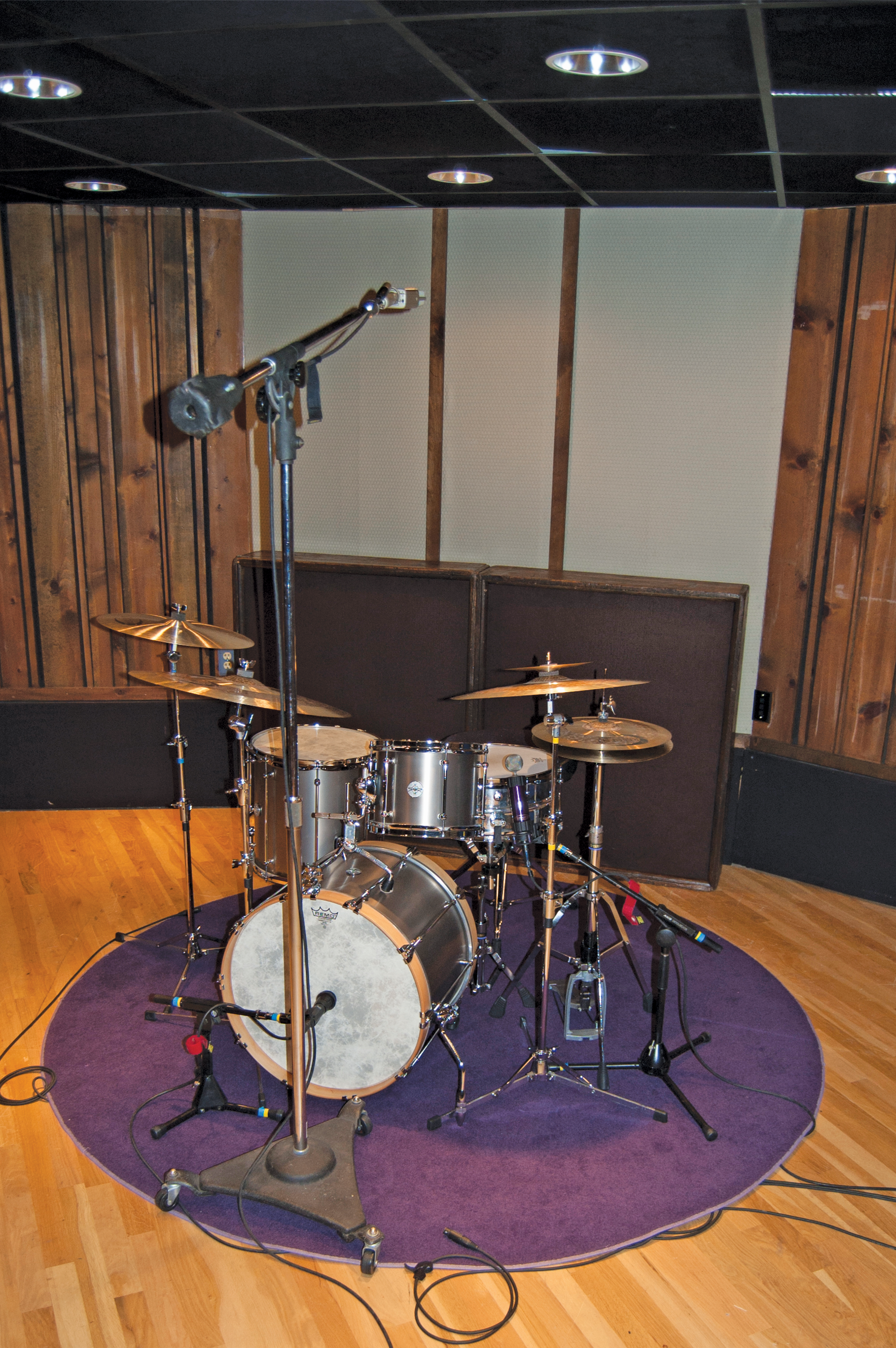 drum miking 101 part 3 three mic setups video modern drummer magazine. Black Bedroom Furniture Sets. Home Design Ideas