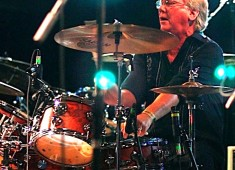 Hey drummers! I'm Geoff Daking of the Blues Magoos. I started playing in the early '60s in Delaware. When I was in high school I came to New York City on weekends to see Monk, Cannonball, and Coltrane with those great drummers like Elvin Jones. I moved to Greenwich Village in 1966, joined the Magoos and moved into the Hotel Albert where musicians in the Village stayed. Talk about shock! The hotel was filled with the likes of the Lovin Spoonful, the Allman Brothers, Mothers of Invention, Muddy Waters, Paul Butterfield, and the list goes on....