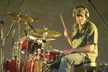 Liberty DeVitto Modern Drummer