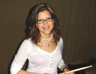 Lisa Loeb behind the drumkit
