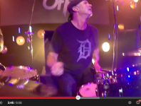 VIDEO - Chad Smith's Bombastic Meatbats With Steve Lukather Pla...