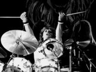 <b>Former Iron Maiden Drummer Clive Burr Dies at 56</b>